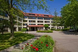 Außenansicht Gebäude Schwarzwaldklinik Neurologie Park-Klinikum Bad Krozingen