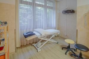 Physikalische Therapie Schwarzwaldklinik Behandlungsliege 2 Park-Klinikum Bad Krozingen